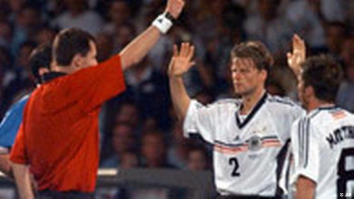WM98 Christian Wörns sieht im Spiel gegen Kroatien die Rote Karte (AP)