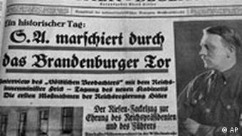 **ARCHIV** Titelseite vom Voelkischer Beobachter, die Parteizeitung der NSDAP mit Adolf Hitler als Herausgeber, in seiner Ausgabe vom 31. Januar 1933, die auf dem Archivfoto zu sehen ist. Am 30. Januar 2008 jaehrt sich zum 75. Mal die Machtuebernahme des Diktators. ( AP Photo/Heribert Proepper) ** APD9089 ** The file photo from January 20, 1983 shows the January 31, 1933 edition of the German Nazi party newspaper Voelkischer Beobachter . (AP Photo/Heribert Proepper)