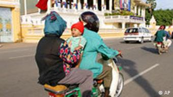 Most people use motorbikes and cars in Phnom Penh