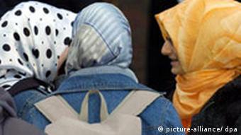 Türkische Schülerinnen (Quelle: dpa)