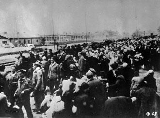 Transport do Auschwitz. Zdjęcie archiwalne pochodzące z wystawy Transporty śmierci przygotowanej w 2008 r. przez Deutsche Bahn.