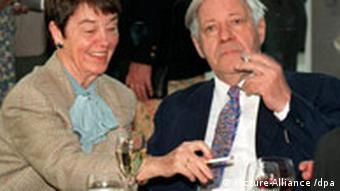Verstoß gegen Rauchverbot Anzeige gegen Helmut Schmidt