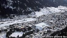 General view of the snow covered town of Davos on the fourth day of the World Economic Forum (WEF) in Davos, Switzerland, 26 January 2008. EPA/ALESSANDRO DELLA BELLA +++(c) dpa - Report+++ ***Zu Lambeck, Weltwirtschaftsforum 2008 - Wie war's?***