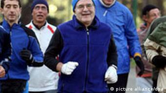 Prodi joggt (26.1.2008, Quelle: DPA)