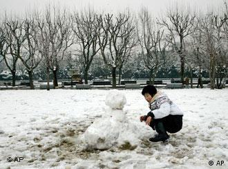 还有心思堆雪人?