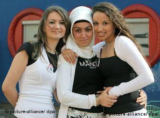 سه دختر از خانوادههای مهاجر آلمان در برلین