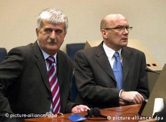 Bruno Stojić i Jadranko Prlić pred Haškim sudom nakon dobrovoljne predaje 2004. godine