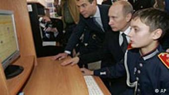 دولت روسیه همواره از سیستمهای سایبری برای نبرد با مخالفان داخلی و خارجی خود بهره گرفته است