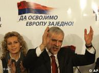 Boris Tadic recibe aplausos de sus adherentes y los parabienes de Bruselas.