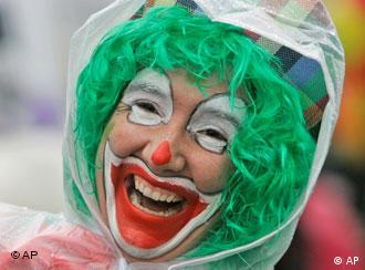 Clown smiling at the Rose Monday parade
