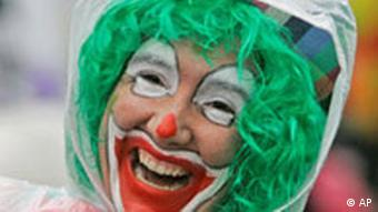 Clown smiling at the Rose Monday parade