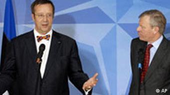 Estonia's President Toomas Ilves, left