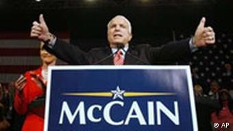 John McCain bei Vowahlen am Super Tuesday in Arizona, USA