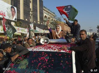 There is confusion about how exactly Benazir Bhutto died at a rally in Rawalpindi