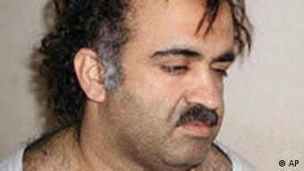 Chalid Scheich Mohammed kurz nach seiner Verhaftung im März 2003 (Foto: AP)