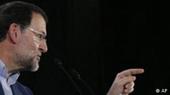 Spanien Wahlkampf Mariano Rajoy gespiegelt