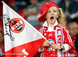Djevojčica sa zastavom FC Kölna