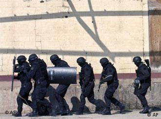 Kosovo policemen in training