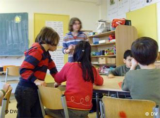 Welche Sprachen sprichst du? Kinder im Klassenzimmer einer zweisprachigen Berliner Schule (Foto: DW)
