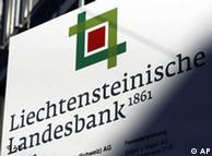 Con ayuda del  banco LGT-Bank de Liechtenstein.