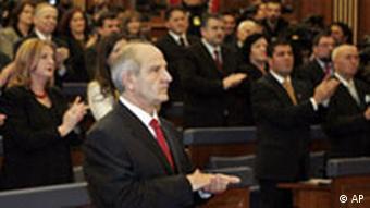 Pljesak u Parlamentu nakon prihvaćanja rezolucije o neovisnosti