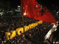 Celebración en Pristina bajo la insignia kosovar.