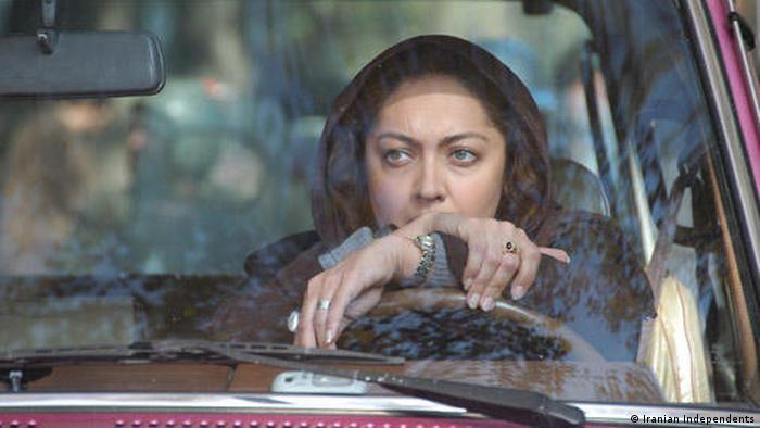 فیلم سه زن با بازیگری نیکی کریمی (تصویر) و پگاه آهنگرانی، از جمله فیلمهای ایرانی شرکتکننده در جشنواره فیلم برلین در سال ۲۰۰۸ بود. این فیلم که منیژه حکمت آن را کارگردانی کرده در بخش پانوراما به نمایش درآمد.