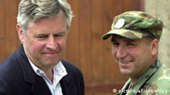 The Commander of UCPMB (Liberation Army of Presevo Medvedje and Bujanovac) Shefket Musliu (R) smiled while the Special Envoy of NATO Secretary General Pieter Feith (L) is leaving the UCPMB Headqurter in the village of Koncul after the negotiations with Albanian Delegation of Presevo Valley on Monday 21 May 2001. dpa Jugoslawien, Konflikte, Kosovo,