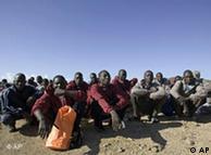 8.000 inmigrantes llegaron por mar a Canarias en 2008, según Cruz Roja.