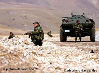 Turkish soldiers on patrol in southern Turkey