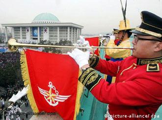 A military band performs at the inauguration of President Lee Myung-bak