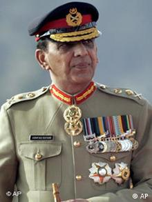 Pakistans newly appointed Army Chief Gen. Ashfaq Kayani arrives for a change of command ceremony in Rawalpindi, Pakistan on Wednesday, Nov. 28, 2007. Pakistan's President Gen. Pervez Musharraf stepped down from his powerful post as Pakistan's military commander, a day before he was to be sworn in as a civilian president as part of his long-delayed pledge not to hold both jobs. (AP Photo/Anjum Naveed)