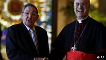 Kuba Präsident Raul Castro mit Kardinal Tarcisio Bertone