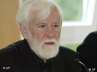 Uri Avnery.jpg Uri Avnery, winner of the Alternative Nobel in 2001 speaks during the opening of a six-day seminar on the 25th anniversary of Right Livelihood Awards, in Salzburg, Austria, Wednesday, June 8, 2005. The award was created by Swedish-German stamp collector Jakob von Uexkull in 1980. (AP Photo/Martin Schalk)