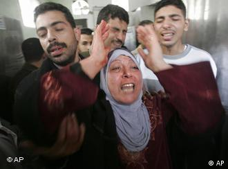 Wailing Palestinian people