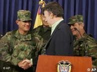 Oficiales del ejército de Colombia anuncian la muerte de líder de las FARC.