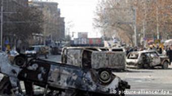 На улицах Еревана 2 марта 2008 года (Фото из архива)