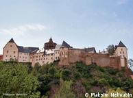 Вид на крепость с берега реки