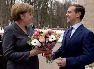 Chancellor Angela Merkel talks to President Vladimir Putin