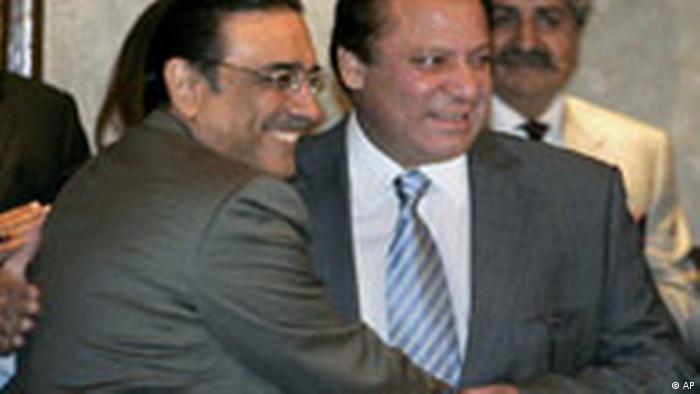 Pakistan, Nawaz Sharif und Asif Ali Zardari, Vereinbarung über die Bildung einer Koalitionsregierung (AP)