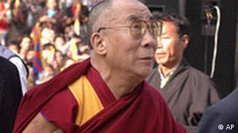 Der Dalai Lama bei der Ankunft im Dharmsala Tempel in Indien Jahrestag Aufstand Tibet Protest