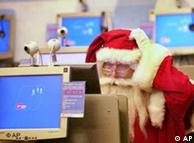 Weihanchtsmann vor PC. Quelle: ap