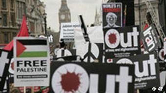 Tausende von Anti Kriegs Demonstranten demonstrieren zum fünften Jahrestag seit der Invasion im Irak durch London