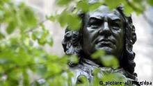 Denkmal zu Ehren von Johann Sebastian Bach vor der Thomaskirche in Leipzig