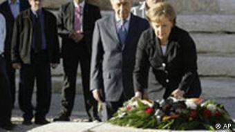 Merkel besucht Israel - Kranzniederlegung am Grab von Ben Gurion