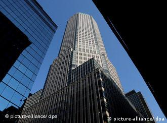 FILE) A view of the Bear Stearns corporate headquarters in New York, New York, USA, on 20 December 2007. Federal Reserve and JP Morgan Chase & Company agreed 14 March 2008 to lend money to Bear Stearns Cos. in an effort to save the 86 year-old investment bank from bankruptcy. Bear Stearns Cos has suffered large losses amid the ongoing US housing crisis. EPA/JUSTIN LANE +++(c) dpa - Report+++