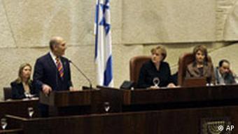 Angela Merkel und Ehud Olmert vor Knesset