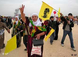 جشن نوروز برای کردهای ترکیه فرصتی است که درخواستهای قومی خود را نیز مطرح میکنند.