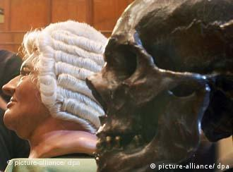 A mold of Johann Sebastian Bach's skull next to a reconstruction of his head at an exhibition