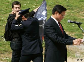 刘淇发言时的示威场面
